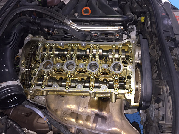 アウディ A4 エンジンオイル漏れ 車検修理